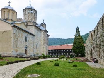 Klasztor Manasija - podwórko