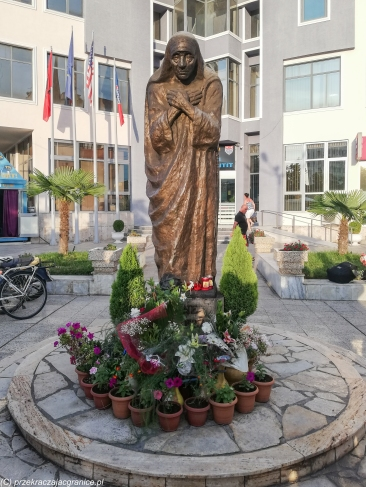 Szkodra - pomnik Matki Teresy