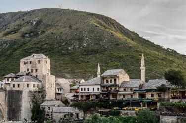 Mostar - panorama na minarety i krzyż