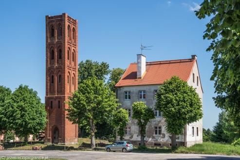 Pieniężno - wieża kościoła poewangelickiego