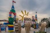Legoland - wejście o zachodzie słońca