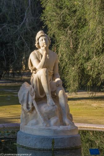 Palermo - zadumana figura w Ogrodzie Botanicznym