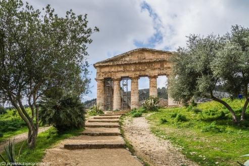 Segesta - dochodzimy do świątyni