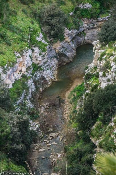 Segesta - rzeka u podnóża skał